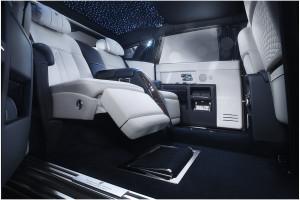 rolls-royce-motor-cars-condivide-la-limelight-con-i-suoi-clienti-phantom-p90180055-highres